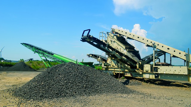 McCloskey stacker (green) and Astec mobile screens (brown).