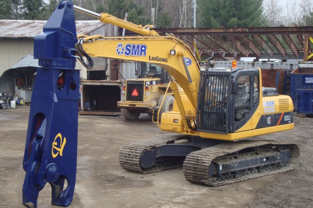 SMR operates a steadily growing equipment fleet of high-precision machinery, including this new LiuGong 922E excavator with LaBounty hydraulic shear attachment.