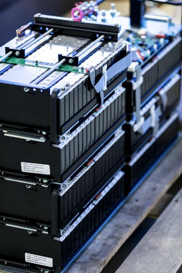 KAMAG orders high voltage batteries to electrify heavy trucks