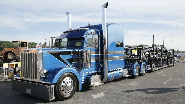 Eric Turner, Sr.'s 2015 Peterbilt 389 with a 2018 Wally-Mo 8 car hauler won Best in Show.