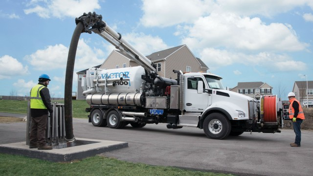The patent-pending RDB 1015 boom telescopes 10 feet out and extends the debris hose an additional 15 feet down for faster cleaning of catch basins, manholes and lift stations.