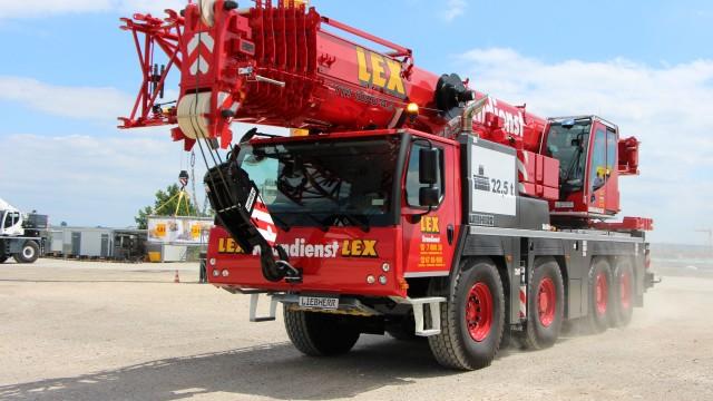 Liebherr LTM 1090-4.2 mobile crane.