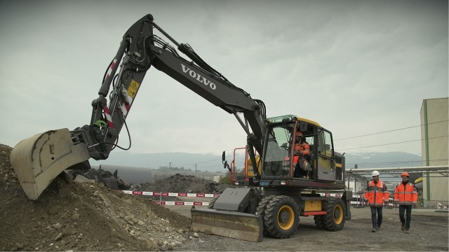 Volvo CE tests safety concepts with Colas as part of