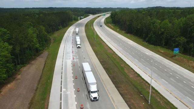 Volvo Trucks, FedEx demo platooning on North Carolina highway