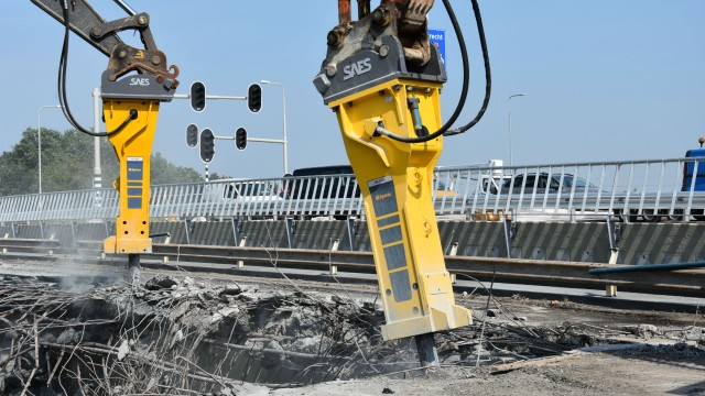 Dutch contractor demolishes three bridges in 48 hours using Epiroc heavy hydraulic breakers