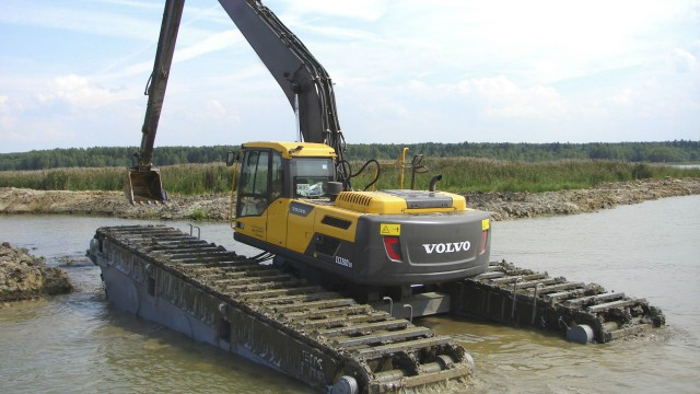 From ultra-short to amphibious, six versatile excavators from Volvo CE