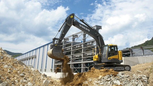 Sales up 32% in strong second quarter at Volvo Construction Equipment