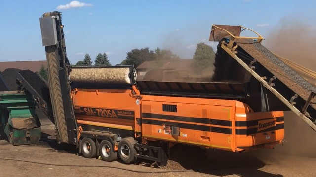 Kreider Mulch is the proud owner of the first SM 720SA trommel manufactured by Germany-based Doppstadt , along with multiple AK model horizontal grinders, and most recently, a DW 3060 slow-speed shredder.