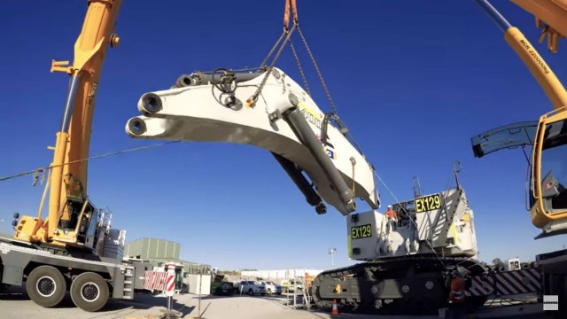 Watch this: Time-lapse transportation and assembly of Liebherr mining excavator