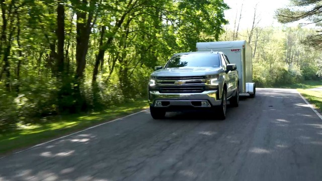 The all-new 2019 Silverado 1500 will introduce four levels of towing features to provide customers more confidence, better visibility, easier hitching and improved connectivity between the truck and trailer.
