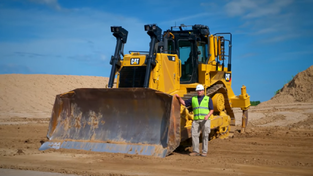 Watch this: Caterpillar D8T dozer walkaround