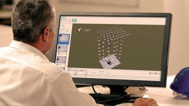 MAGNET Inspect is designed to allow operators to easily navigate UAV photos.