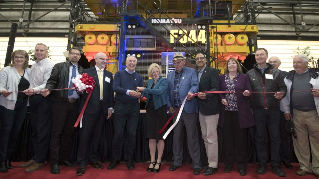 Premier Rachel Notley, Suncor President and CEO Steve Williams along with Fort McKay Chief Jim Boucher and Energy Minister Margaret McCuaig-Boyd and others cut the ribbon to officially open Suncor Fort Hills. – Province of Alberta via flickr; used under Creative Commons license
