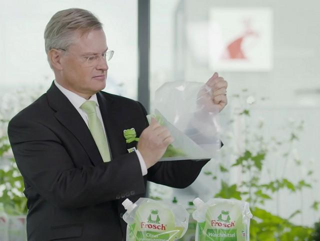 """Reinhard Schneider, CEO Werner & Mertz, """"undresses"""" the Frosch pouch."""