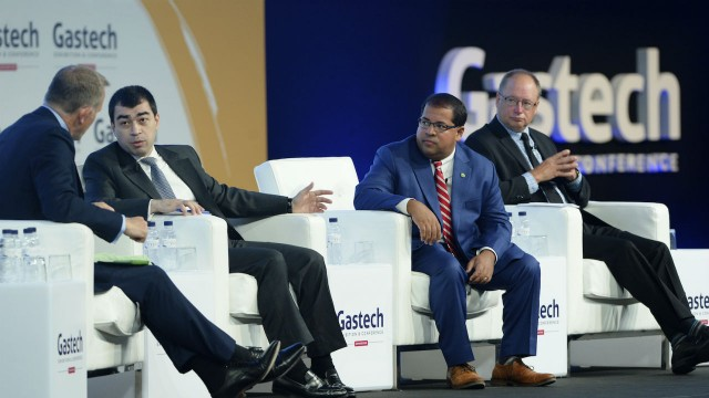 From left: Steve Sedgwick, CNBC Anchor, H.E. Cesar Abi Khalil, Minister of Energy and Water, Government of Lebanon, Neil Chatterjee, Commissioner, US Federal Energy Regulatory Commission (FERC), and Dave Nikolejsin, Deputy Minister, Energy, Mines and Petroleum Resources, British Columbia, Government of British Columbia.