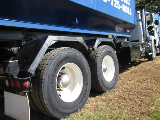 Waste transport fleet Roll Off Systems was looking for a tough tire to withstand servicing urban trash routes, construction sites and inert landfills with front-load and roll-off vehicles. After testing the Conti CityService portfolio, the fleet now purchases nothing else.