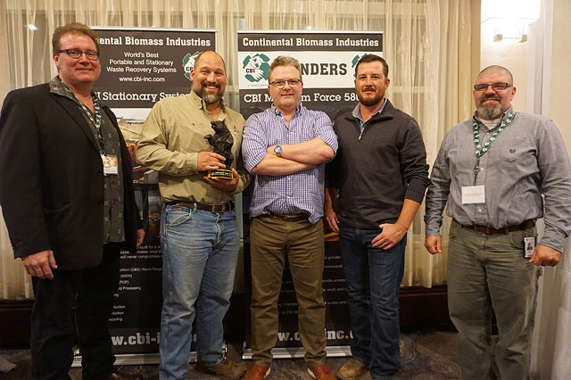 Presenting the dealer of the year award to Powerscreen Florida.