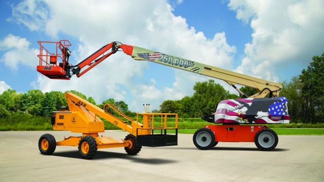 JLG celebrates production of its 250,000th North American–manufactured self-propelled boom lift