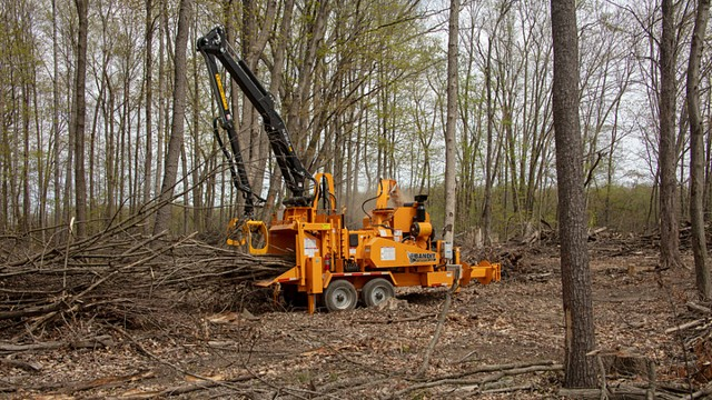 Bandit offers remote controlled Kesla loaders on larger hand-fed chippers