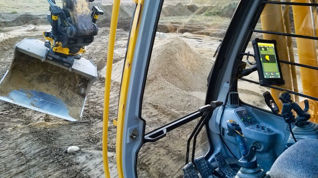 Engcon and Trimble collaborate on automatic tilt function