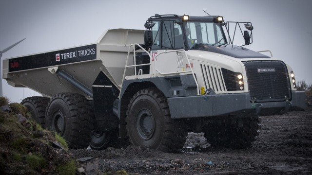 The 38-tonne TA400 articulated hauler is designed to operate in challenging conditions.