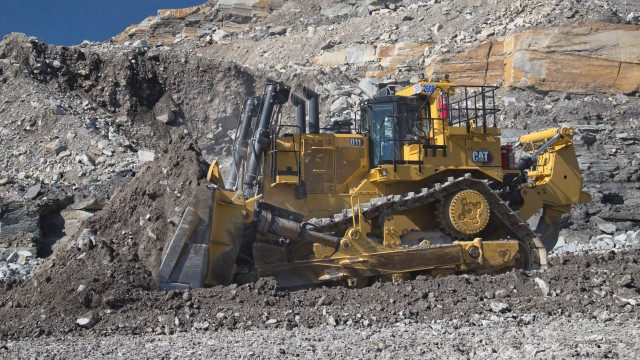 Available with a choice of emissions solutions to meet regional requirements, the Cat C32 engine delivers power ratings of 634 kW (850 hp) forward and 712 kW (955 hp) reverse for increased performance.