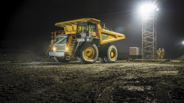 Volvo's largest rigid hauler R100E for all mining and quarrying applications.