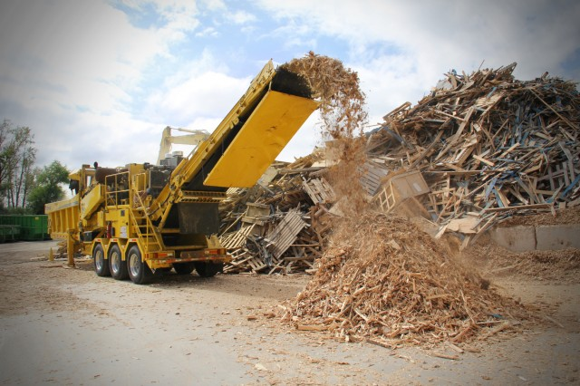WasteAway's HG6000 horizontal grinder is set to grind material to under 7.6 cm in size providing a production rate of 182.9 to 228.6 metres per hour.