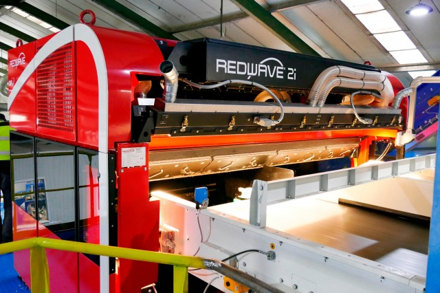 REDWAVE's 2i sensor-based sorting technology operates with Sensor Fusion which combines near-infrared, RGB cameras and metal sensors for optimum sorting quality.