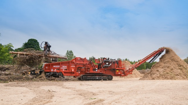 Morbark's 6400XT Wood HOG features an infeed bed 24 inches (60.96 cm) longer than previous Morbark grinders in the 1,000-plus horsepower range and has sloped sides.