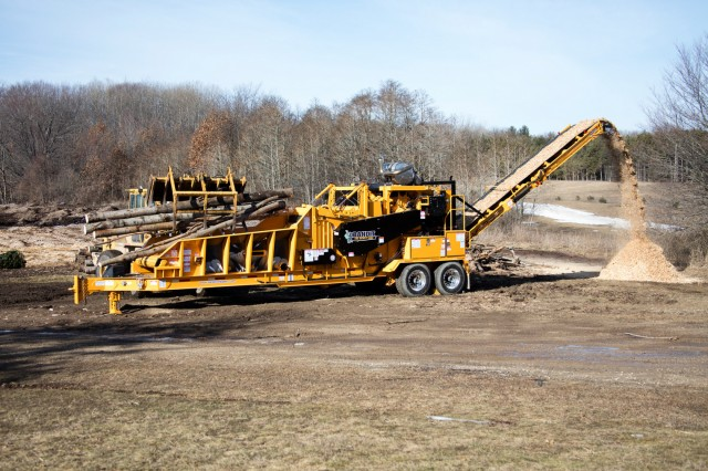On Bandit's tracked 2460XP, Strickland and Caterpillar undercarriages are available, giving customers an additional option for their machines.