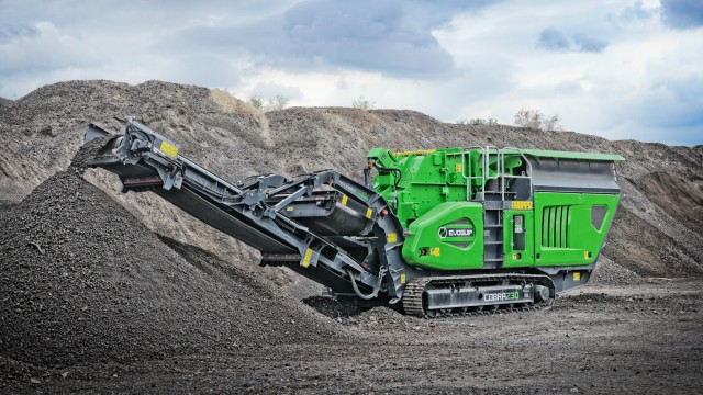 The Cobra 230 uses an extremely fuel efficient and high performing direct drive system to power the impact crusher.