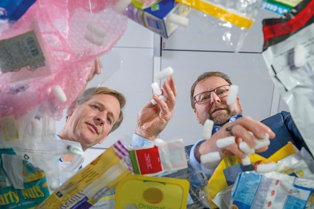 Dr. Andreas Kicherer and Dr. Stefan Gräter consider the different types of plastic waste and their recycling.