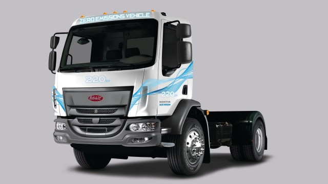 ​Peterbilt unveils all-electric medium-duty 220EV at Consumer Electronics Show