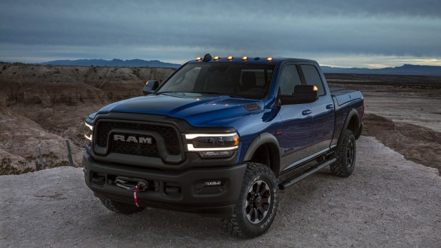 The standard engine in the 2019 Ram 2500 and 3500 Heavy Duty is upgraded to the proven and potent 6.4-litre HEMI V8, delivering class-leading 410 gas horsepower @ 5,600 rpm and 429 lb.-ft. of torque @ 4,000 rpm to handle the payload and towing requirements of the heavy-duty truck user.