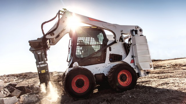Devastate demolition jobs with the long piston stroke of the new Bobcat nitrogen breakers, while also experiencing relatively minimal recoil.